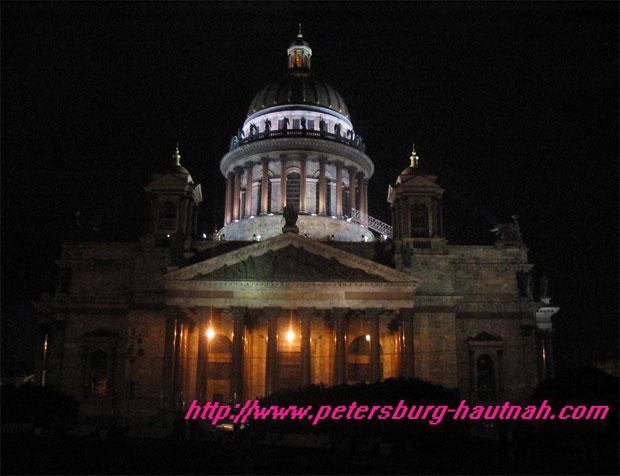 Isaakkathedrale in der Nacht